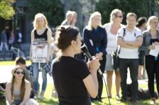 NOAHs leder Siri Martinsen holder appell. Hør utdrag fra hennes og de andre appellantenes taler i videoen i slutten av artikkelen.