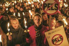 Tusenvis av mennesker over hele landet viste sin motstand mot pelsdyræringen lørdag 14. november. Foto: Martien