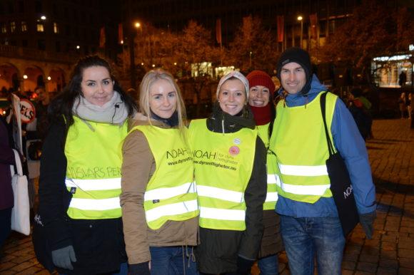 Bilde av frivillige under fakkeltoget i Oslo 2015. Foto: Roger Pihl.