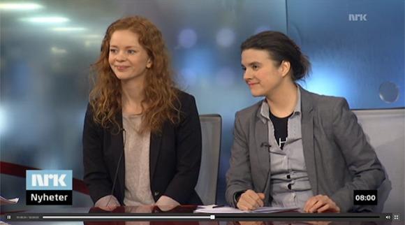 To damer som sitter og ser til siden: Siri Martinsen på NRK Morgennytt