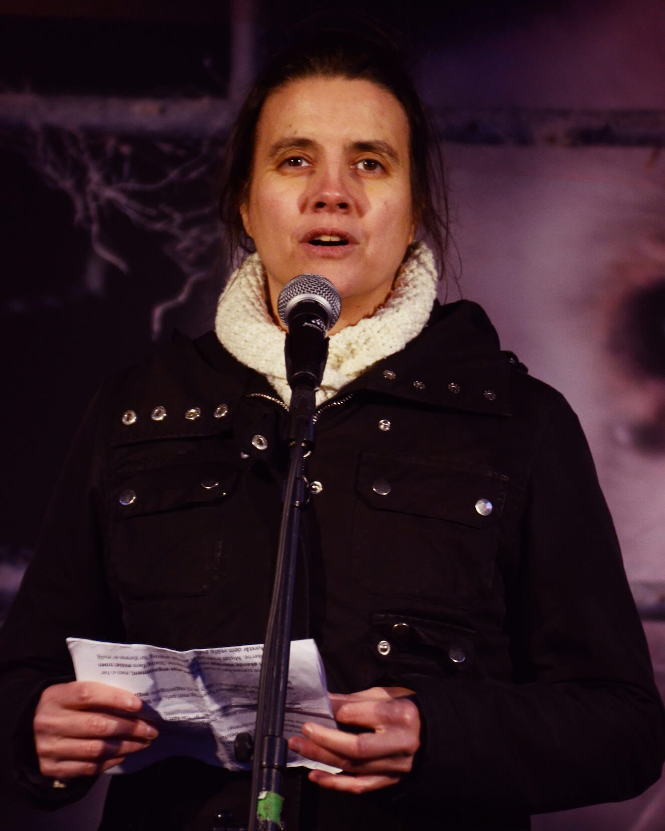 Siri Martinsen, leder i NOAH, holdt appell under fakkeltoget