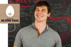 """Beyond Eggs: Josh Tetrick var med å starte selskapet """"Beyond Eggs"""" i 2011. Formålet er å erstatte the """"crazy places"""", som Tetrick kaller hønefabrikkene. De forsker på planters ulike mategenskaper med det for øye å finne planter som overgår egg i alle dets funksjoner. Til nå har selskapet lansert majones, kakedeig og """"scrambled egg"""" i USA - og sikter mot sitt neste marked; Asia."""